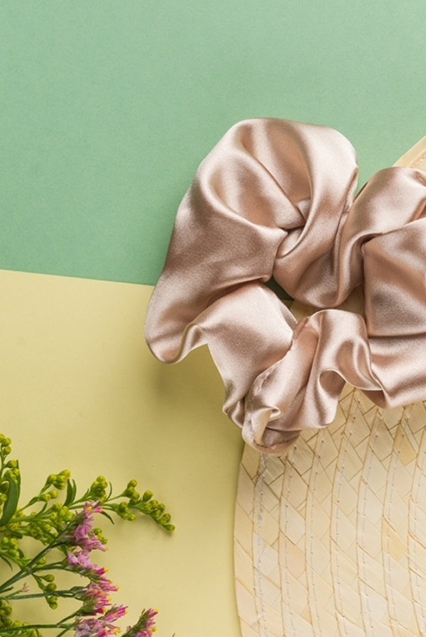 24 Colours Scrunchie beige satin